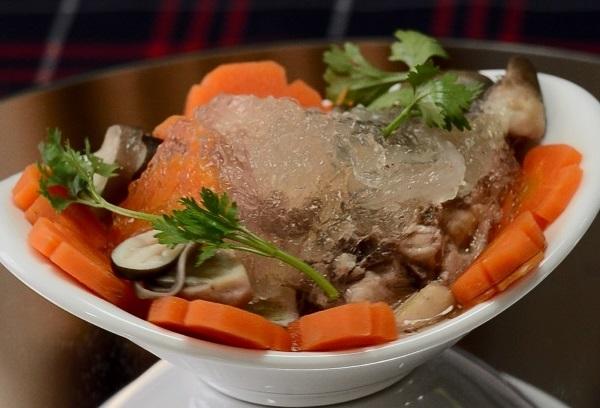 Cách nấu súp yến sào gà xé